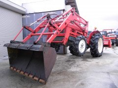 Used farm tractor Yanmar YM2820D 4WD 28HP Front Loader