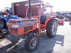 Used farm tractor Kubota L1-38 4WD 38HP with roof